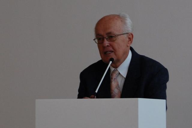 Pavel Smetana čte příspěvek dr. Edity Štěříkové
