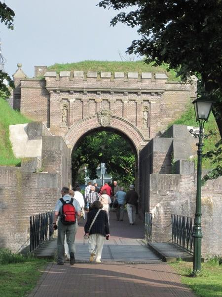Vstupní brána do starého města (vodní tvrze) v Naardenu