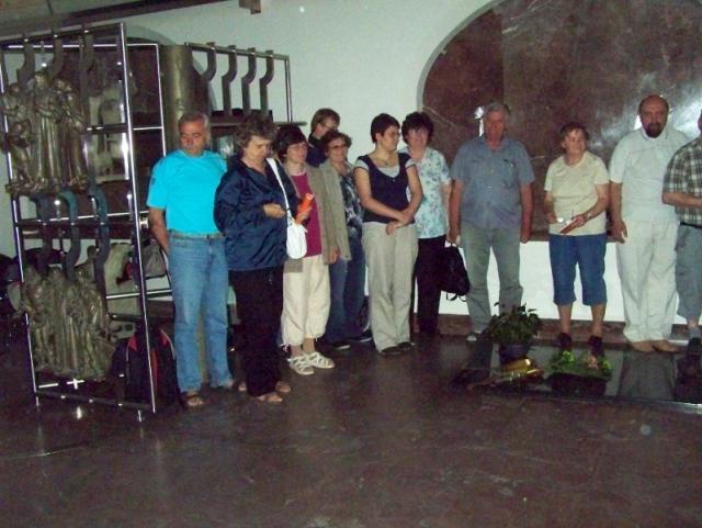 Účastníci zájezdu u hrobu Jana Amose Komenského v Naardenu
